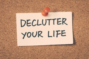 Pinned note saying declutter your life